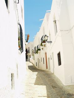 El blanco deslumbra en las calles de Mojácar (Almería) / The blinding white in the streets of Mojacar (Almeria)