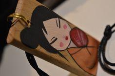 portafortuna decorato a mano raffigurante graziosa paffutella geisha  vieni a conoscermi su Croceart.wordpress.com