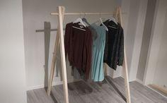 MER PLASS: Lag ditt eget klesstativ og få plass til flere klær. Lengde og høyde kan tilpasses ditt rom på en enkel måte. FOTO: Simen Søvik