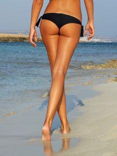Sie wünschen sich schlanke Beine statt aufgepumpter Muskeln? Das Geheimnis liegt im isometrischem Training: eine einzige Übung, die schlanke Beine zaubert.