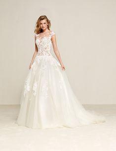 Werfe einen Blick auf unsere Brautmode Kollektion. Egal ob weltbekannte Hersteller oder unsere eigene Hauskollektion, hier wirst Du fündig.
