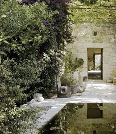pool in courtyard (from the magazine 'Maisons Cote Sud')