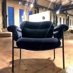 You might like velvet, or you don´t. But Bollo in Midnight blue velvet brings up feelings. Design by @andreasengesvik . Photo from Fogia Market- no filters. #fogia #fogiacollection #bollo #chair #loungechair #velvet #handmade #scandinaviandesign