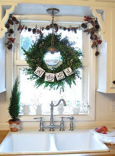 As the holiday season draws near, it is time to start thinking about the indoor Christmas decoration ideas that you want to create in your home for Christmas Kitchen, Rustic Christmas, Christmas Home, Christmas Holidays, Christmas Wreaths, Cottage Christmas, Natural Christmas, White Christmas, Indoor Christmas Decorations