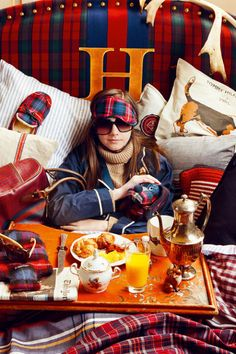 tommy-hilfiger- when sporty meets preppy and have victory breakfast in bed! Mode Tartan, Tartan Plaid, Prep Style, My Style, Lily Pulitzer, Estilo Preppy, J Crew, Tee T Shirt, Ralph Lauren