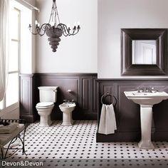 Ein Kronleuchter im Badezimmer wirkt auf den ersten Blick ungewöhnlich, dennoch erkennt man schnell, wie gut ein Kronleuchter doch ins Badezimmer passt. Mit…