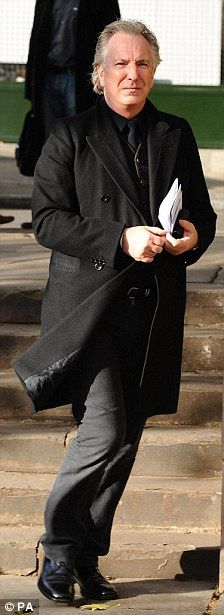 Alan Rickman attends the memorial service for Sir John Mortimer, Southwark Cathedral on November 2009 in London, England. Photo by Neil Mockford on Getty Images Alan Rickman Voice, Alan Rickman Always, Alan Rickman Severus Snape, Southwark Cathedral, Beautiful Smile, Best Actor, Portrait, Sexy Men, Harry Potter