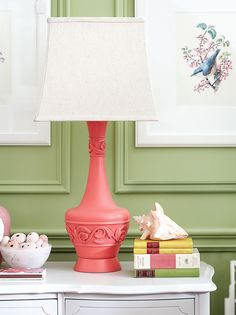 Pink flea market lamp, spray painted with Krylon Coral Isle (Diy Lamp Makeover) Spray Paint Lamps, Painting Lamps, Diy Painting, Funky Furniture, Painted Furniture, Furniture Ideas, Coral Lamp, Lamp Makeover, Old Room