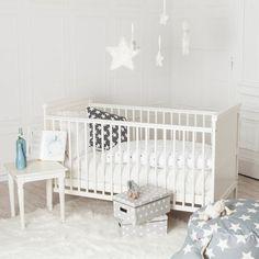 """Hochwertiges Babybett aus dem Hause """"Puckdaddy"""", weiß, in den Maßen 140x70cm.  Unser Babybett ist in hochwertiger Möbelbauqualität gefertigt und mit für Kindermöbel geeignetem Lack überzogen...."""