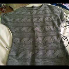 Sweater Short sleeve. Gray. Great over leggings! Express Sweaters