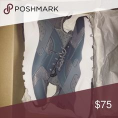 BRAND NEW nike huaraches never worn got the wrong size amazing condition brand new nikes gray. fits a women's 7.5-8 Nike Shoes Sneakers