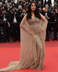 Queen Aishwarya Rai Bachchan attended the movie premiere of Ma Loute (Slack Bay) at the 69th Cannes International film festival. | 18 Stunning Photos Of Aishwarya Rai Bachchan At The 69th Cannes Film...