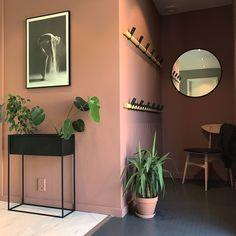 Hallway Warm blush Jotun lady - New Ideas Pink Hallway, Hallway Colours, Room Colors, Cafe Interior, Interior Design Living Room, Interior And Exterior, Hallway Inspiration, Interior Inspiration, Style At Home