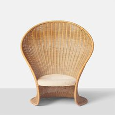 """Just sitting in this chair must make you feel like a mermaid! Its the beautiful """"Foglia"""" Wicker Lounge Chair by Giovanni Travasa. Decoration Design, Deco Design, Design Art, Chair Design, Furniture Design, Art Furniture, Wicker Lounge Chair, Rattan Chairs, Room Chairs"""