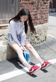 New Sneakers Nike Fashion Style Cheap Shoes Ideas Asian Fashion, Look Fashion, Trendy Fashion, Girl Fashion, Trendy Style, Curvy Style, Cheap Fashion, Fashion Design, Female Pose Reference