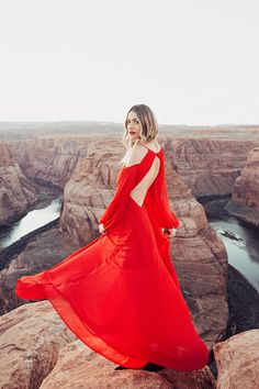 6e25009a7d73 Caitlin Lindquist of the travel blog Dash of Darling shares her getaway to  Horseshoe Bend in