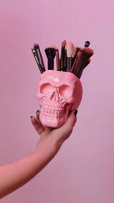 Skull Makeup Brush Holder Skull Planter Makeup Assessories H… – Flower İdeas Diy Home Decor Rustic, Gothic Home Decor, Easy Home Decor, Handmade Home Decor, Home Decor Bedroom, Cheap Home Decor, Diy Home Decor For Teens, Bedroom Art, Objet Wtf