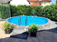 modern above ground pool decks ideas wooden deck round pool lawn, Garten und Bauen