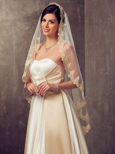 One-tier Fingertip Wedding Veil With Applique Edge - USD $23.99