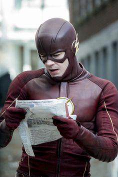 Grant gustin the flash The Flash Season 3, The Cw Tv Shows, Naruto Uzumaki Hokage, Dr Fate, Flash Barry Allen, Flash Wallpaper, Reverse Flash, The Flash Grant Gustin, Supergirl And Flash