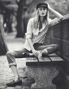 heroinchiq: Carolyn Murphy by Emma Tempest for The Edit May 2015 - Fashion - Fotografie Poses Photo, Portrait Photography Poses, Photography Poses Women, Urban Photography, Fashion Photography, Carolyn Murphy, Fashion Fotografie, Gucci Loafers, Outdoor Portraits