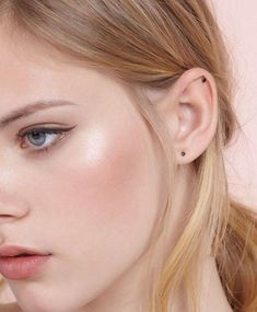 Make-up: blush, pink lips, pastel, nude lipstick, glowy skin, blonde hair, eyeliner, cheek blush - Wheretoget