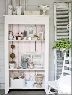 The Cottage Market:  Queen of Shabby!!!