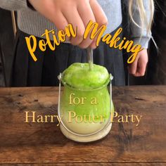 Potion Making - Harry Potter party activity - Magic Potion Recipe and Labels - DYI Halloween potion Harry Potter Snacks, Harry Potter Activities, Deco Harry Potter, Harry Potter School, Theme Harry Potter, Harry Potter Bedroom, Harry Potter Birthday, Harry Potter Recipes, Harry Potter Videos