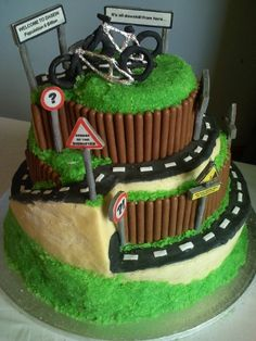 """~ Into extreme sports? This couple, too. No novices to a little speed and uphill battles, they used a play on words with a sign that reads, """"It's all downhill from here."""" No truer words have been spoken — just kidding! Motorcross Cake, Motorbike Cake, Motocross, Bicycle Cake, Bike Cakes, Golf Cakes, Mountain Bike Cake, Dad Cake, Dad Birthday Cakes"""