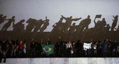 Cerca de seis mil manifestantes pediram investimentos no transporte público, na saúde e educação. Eles também são contra a PEC (Proposta de Emenda à Constituição) número 37, que retira o poder de investigação criminal dos Ministérios Públicos Estaduais e Federal, modificando a Constituição Brasileira