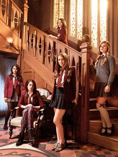 Tajemnice Domu Anubisa House of Anubis Joy Nina Patricia Mara Amber House Of Anubis, School Uniform Outfits, School Girl Outfit, Girl Outfits, Fashion Outfits, Best Tv Shows, Favorite Tv Shows, Estilo Ivy, Bilal Hassani