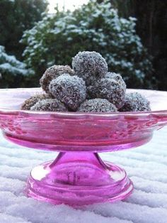 Scottish Macaroon Snowballs. The perfect Christmas treat to share or give as a gift with one very surprising ingredient.