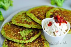 brokolicove placky s cottage dipom New Recipes, Cooking Recipes, Prepped Lunches, Cottage Cheese, Granola, Avocado Toast, Guacamole, Food And Drink, Snacks