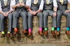 This is cute for the groomsmen, maybe if the bridesmaids wear matching coloured dresses..? Cool!