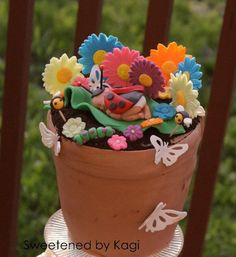 """When sketching out ideas for Z's baby shower cake, the first idea that occurred to me was that the cake had to have something to do with gardening ( because she loves to garden). I went all """"Anne Geddes"""" mode when designing this cake! Flower Pot Cake, Flower Pot Crafts, Flower Pots, Flower Cakes, Gorgeous Cakes, Amazing Cakes, Unique Birthday Cakes, Garden Baby Showers, Crazy Cakes"""