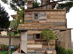 Reclaimed wood: houses built from scrap