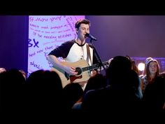 Shawn Mendes Performs 'Stitches'