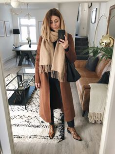 Off to look at more kitchens because that's what our life revolves around right now 🙈 Outfit details can be found via the link in my bio 👉🏼… Source by sophieelkus fashion classy Fall Winter Outfits, Autumn Winter Fashion, Autumn Look, Winter Style, Easy Style, Into The Fire, Mode Outfits, Sporty Outfits, Casual Look