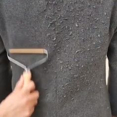 To give your old fabrics new life by giving them a quick shave without damaging the fabric keeps them clean, soft and looking like new. Remove pilling and lint from sweaters, curtains, carpet, upholstery and Diy Home Cleaning, Household Cleaning Tips, Cleaning Hacks, Car Cleaning, Simple Life Hacks, Useful Life Hacks, Home Hacks, Car Hacks, Hacks Diy