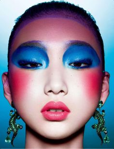 Yue Ning by Shao Jia for Numero China January 2013 4 60s Makeup, Beauty Makeup, Crazy Makeup, Blue Makeup, Asian Makeup Looks, Eye Makeup Cut Crease, Asian Make Up, Pink Cheeks, China Dolls