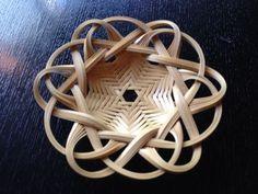 Paper Weaving, Weaving Art, Weaving Patterns, Bamboo Art, Bamboo Crafts, Wood Crafts, Bamboo Weaving, Basket Weaving, Asian Baskets