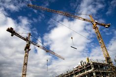Types of Cranes for Residential Projects: Each construction project, whether it is a residential, commercial, or industrial project, presents its own unique Builders Merchants, Denver City, Residential Construction, Construction Worker, Construction News, Eindhoven, New Builds, Design Web, Crane