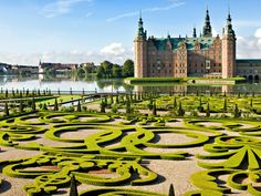 Built in the early seventeenth century, this stunning Renaissance castle sits on three lake islets in Hillerød, just north of Copenhagen. The castle complex is known for its exquisite gardens and for housing the Danish Museum of National History.