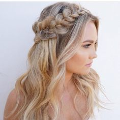 Wedding Inspiration from Debbie Carlisle Such a pretty hairstyle - I'd add a scattering of my Minna mother of pearl flower pins to this gorgeous braiding (link in profile) for a delicate natural bridal look #Repost @bridal_vogue ・・・ Glowy skin and this braid :open_hands: