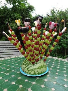 As the calendar already showed: On Thursday was the big birthday party … - Healthy Food Art Fruit Party, Snacks Für Party, Healthy Food Plate, Ice Cream Crafts, Party Food Buffet, Food On Sticks, Fruit Displays, Vegan Appetizers, High Tea