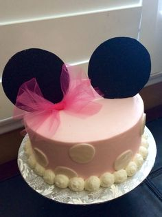 Minnie Mouse themed Baby Shower Cake