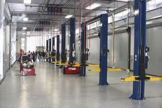 Garage Workshop, Workshop Ideas, Hut House, Mechanic Shop, Tyre Shop, Collision Repair, Epoxy Floor, Garage Shop, Auto Shops