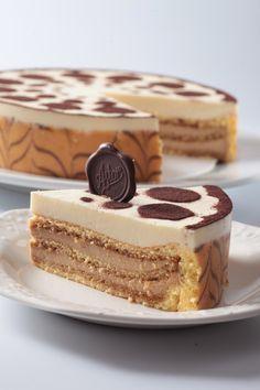 """Viernes de antojo... Disfruta hoy de una deliciosa """"TORTA TIRAMIASTOR"""" de la #reposteriaastor   www.elastor.com.co"""