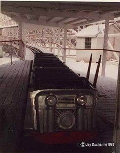 The Mountain Flyer - The trains, chain, motor, brakes and rollbacks were sold to Arnold's Park in Iowa to rebuild their own coaster. Springfield Massachusetts, Mountain Park, New England, Vintage Photos, In The Heights, Abandoned, Carnivals, Amusement Parks, Iowa