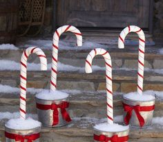 Check out these DIY outdoor Christmas decorations that make it cheap and easy to get your porch and yard looking festive for the Holidays! Make your home the most festive on the block with these creative DIY Christmas decorations! Christmas Garden, Noel Christmas, Christmas Lights, Cheap Christmas, Christmas Countdown, Christmas Candy Cane Decorations, Holiday Crafts, Holiday Decor, Theme Noel